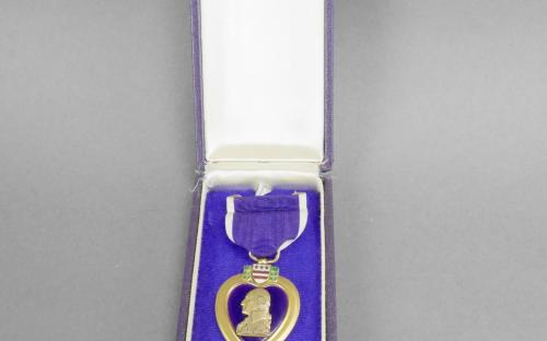 Early WWII Type 1 un named USMC U.S. Navy purple heart medal. Plain paper box, split brooch for sale plain purple paper box
